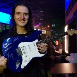 """Sorteo de Guitarra Firmada para """"Dioses del Metal""""!!"""